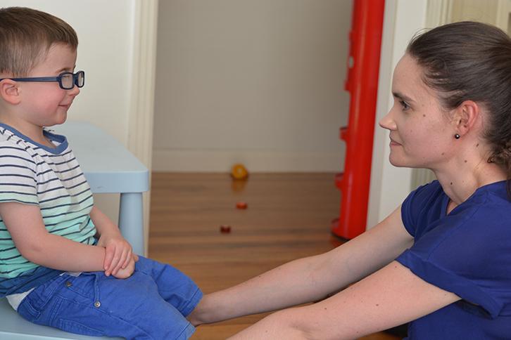 Симптомы и первые признаки аутизма у ребенка