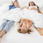 Ребенок спит с родителями, плюсы и минусы. Как отучить рекомендации и советы