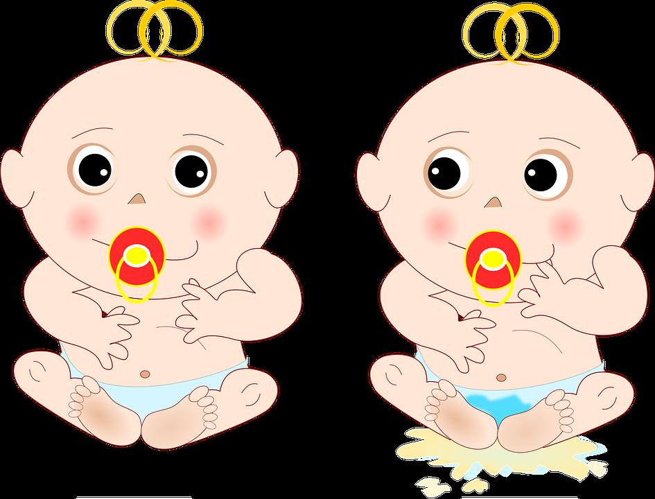 грудной ребенок с соской, на первой картинке сухой, на второй - помочился в подгузник