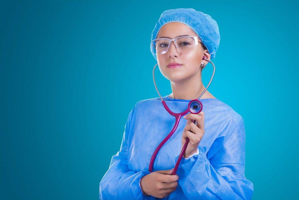 врач в очках